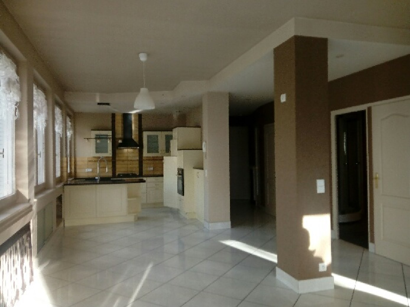 appartement 3 pi ces vichy vend appartement. Black Bedroom Furniture Sets. Home Design Ideas